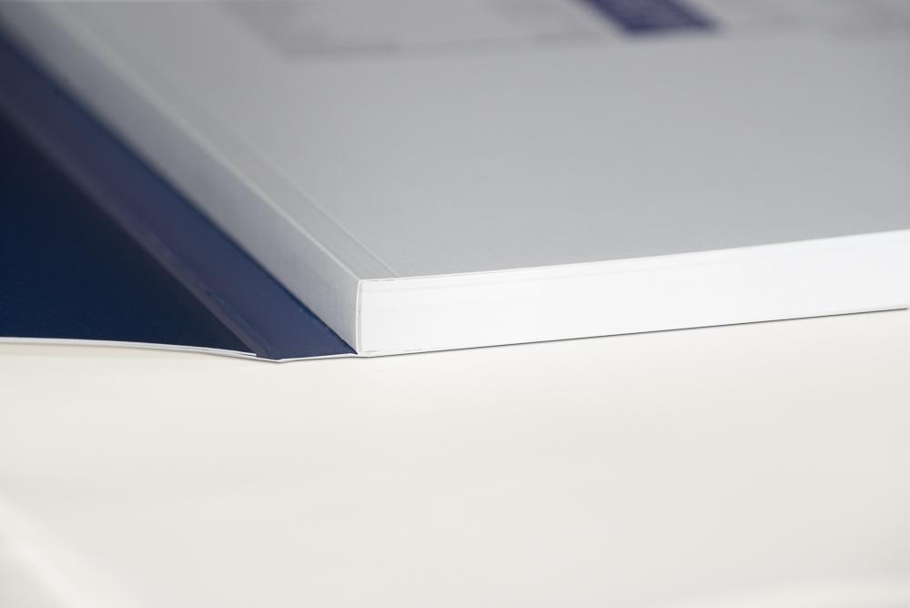 Geschäftsbericht - ähnlich Schweizer Broschur offen
